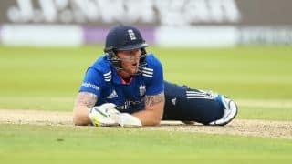Joe Root bursts out laughing after Ben Stokes gets knocked on his abdominal guard