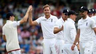 England continue to dominate Pakistan at lunch on Day 3