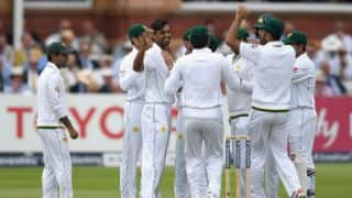 England go to lunch at 64-1 in 1st Test, Day 2 at Lord's; trail Pakistan by 275 runs