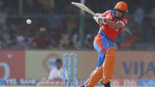 IPL 2017: Ishan Kishan hits one handed six to score his first IPL fifty vs Sunrisers Hyderabad