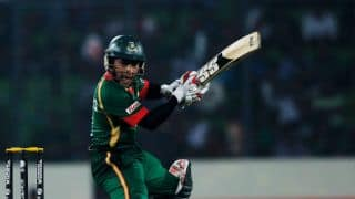 Asia Cup 2014: Mushfiqur Rahim rushed to hospital after injuring shoulder in match against India