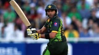 Pakistan register record chase; qualify for final