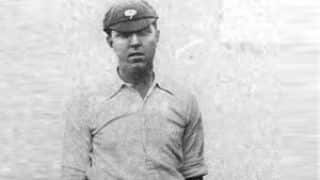 Alonzo Drake bowls unchanged throughout the match to finish with figures of 15 for 51