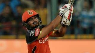 केदार जाधव ने ठोंके 37 गेंदों में 69 रन, साथ ही मारा हेलीकॉप्टर शॉट