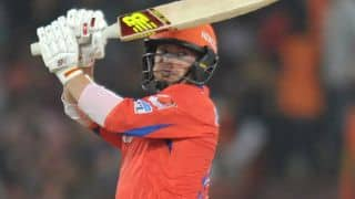 Aaron Finch dismissed for 50 by Ben Cutting against SRH in IPL 2016 Playoffs