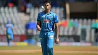 Arjun Tendulkar Gets Maiden Wicket on Debut For Mumbai in Syed Mushtaq Ali Trophy | WATCH VIDEO