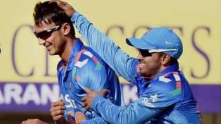 Akshar Patel's career-best figures help Gujarat beat Tamil Nadu in semi-final of Vijay Hazare Trophy 2015-16