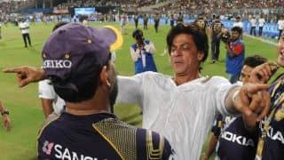 Shah Rukh Khan arrives in Kolkata to cheer for KKR with kids in IPL 2015
