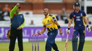 Jeetan Patel signs two-year deal with Warwickshire