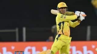 IPL 2018: गेंदबाज के थ्रो से बचने के लिए महेंद्र सिंह धोनी ने किया ये काम
