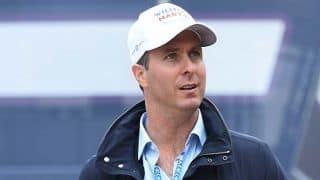Michael Vaughan, Jonathan Agnew asked to empty their pockets by South African police officer