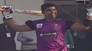 Watch Umar Akmal smash 34 runs in a Yasir Arafat over