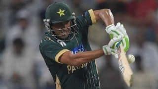 Bangladesh vs Pakistan ICC Cricket World Cup 2015 warm-up match at Sydney: Younis Khan dismissed on 25