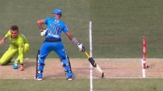 VIDEO: एक ही गेंद पर रन आउट हुए दो बल्लेबाज; बिग बैश लीग में हुआ ये कारनामा