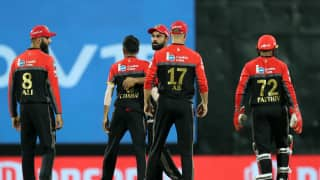 Unchanged Bangalore win toss and opt to bowl first vs Mumbai