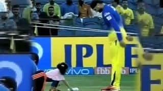 देखिए VIDEO:  मैच से पहले हिनाया ने कराई पापा हरभजन को कैच की प्रैक्टिस