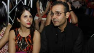 Sehwag sends 100-rupee birthday wishes to wife Aarti