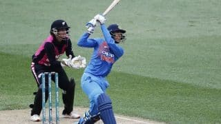 भारतीय महिला टीम की बल्लेबाजी फ्लॉप, 41 रन से जीता इंग्लैंड