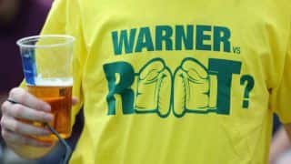 'David Warner vs Joe Root' on a t-shirt: Photo