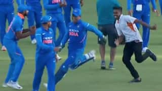 Video: Fan breach security to hug MS Dhoni during Nagpur ODI
