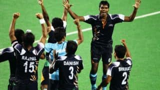 Virat Kohli and Harbhajan singh congratulate Indian Hockey team after they win gold at Asian Games