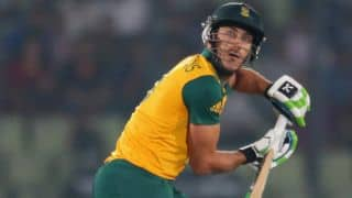 Faf du Plessis completes his 10th ODI half-century against Australia in the 2nd ODI