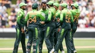 पाकिस्तान के खिलाड़ियों ने ऑनलाइन ऐप के जरिए खेला क्रिकेट, इस बल्लेबाज ने हेल्मेट पहन की बल्लेबाजी