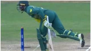अंडर 19 वर्ल्ड कप: बल्लेबाज ने बल्ले से मारी गेंद और उसे दे दिया गया आउट!