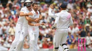 Ashes 2013-14: England strike four times as Australia head to lunch at 94/4 on Day 1 of 5th Test