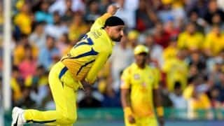 Harbhajan Singh exactly knows where to bowl to certain batsmen: Brett Lee