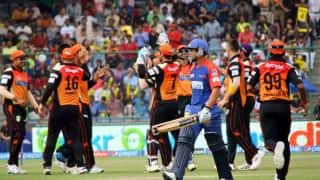 Quinton de Kock dismissed by Karn Sharma; DD 60/2 in 9th over vs SRH in IPL 2015 match at Raipur