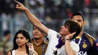 Watch Shah Rukh Khan,daughter Suhana cheer Kolkata against Bangalore