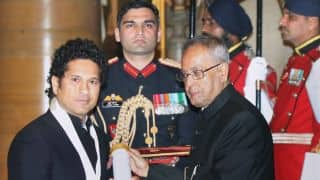 Mahendra Singh Dhoni pays tribute to Sachin Tendulkar after Bharat Ratna felicitation