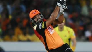 Pathan crosses 3,000 IPL runs