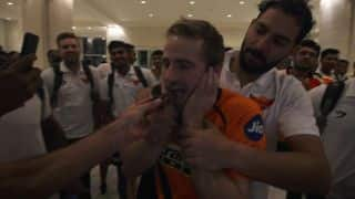 IPL 2017: Watch Yuvraj smear cake on Williamson's face