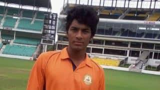 WATCH: Vidarbha spinner Akshay Karnewar bowls with both right and left arm in Syed Mushtaq Ali Trophy 2015-16