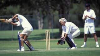Bob Hawke mixes cricket and Kummel