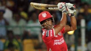 KXIP tottering at 93/5 against SRH in IPL 2015 Match 27