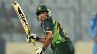 Mohammad Hafeez's dismissal puts Pakistan under pressure against Zimbabwe in 2nd ODI at Lahore