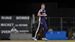 Brett Lee's visit to County Cricket Club pulls crowd
