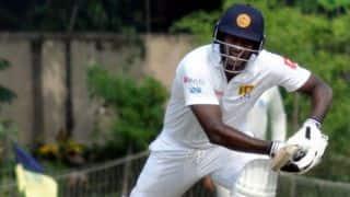 कोलकाता टेस्ट, तीसरा दिन: लगातार झटकों के बावजूद श्रीलंका मजबूत