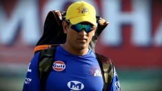 महेंद्र सिंह धोनी के दिल्ली के खिलाफ मैच में खेलने पर संशय