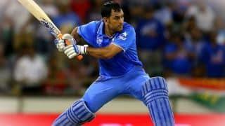 छक्के के साथ धोनी ने बनाया अर्धशतक, टीम इंडिया को दिलाई जीत