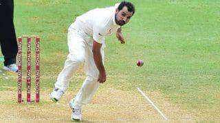 दिल्ली टेस्ट-प्रदूषण की चपेट में आए मोहम्मद शमी, मैदान पर की उल्टियां