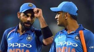 विराट-धोनी के अर्धशतकाें से भारत ने विंडीज को दिया 269 का लक्ष्य