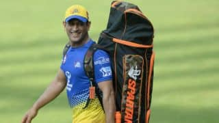 Indian T20 League 2018: Watch Mumbai fans swapping sides as MS Dhoni arrives