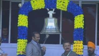 Virender Sehwag, Jhulan Goswami ring Eden Gardens bell ahead of India-Australia 2nd ODI