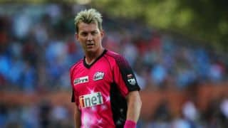 Brett Lee signs with Sydney Sixers for another year in Big Bash League