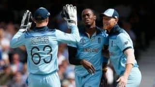जोफ्रा आर्चर, मार्क वुड ने झटके 3-3 विकेट, विंडीज 212 रन पर ढेर