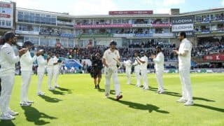 5th Test: Retiring Alastair Cook receives guard of honour from India